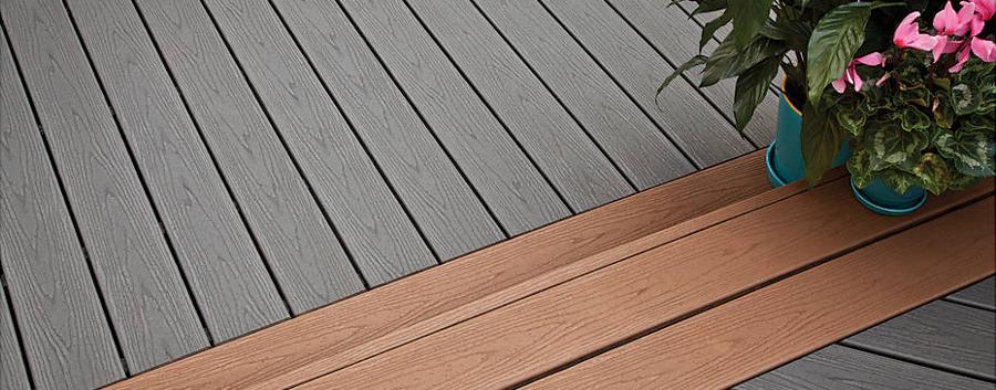 ¿El simil madera pierde el color con el sol?